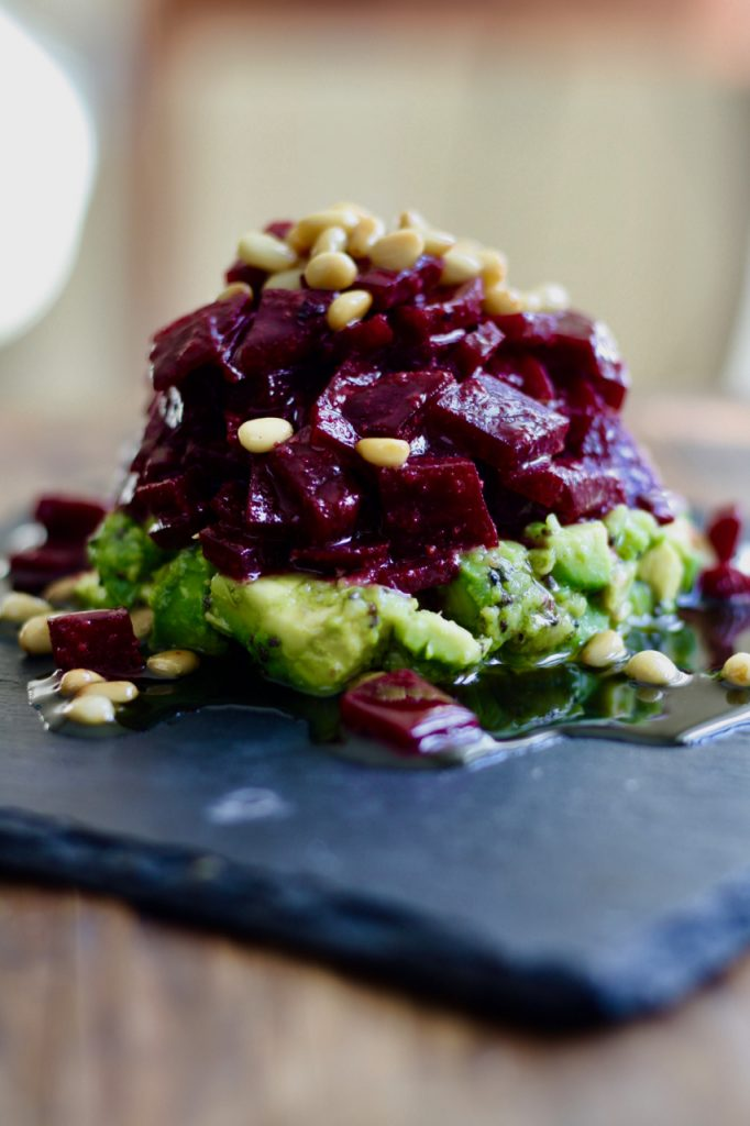 Rote Beete Tatar mit Avocado