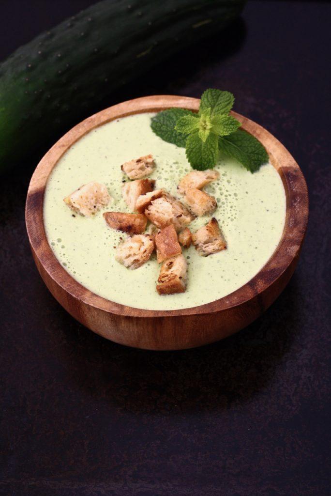 Sommerliches Gurken-Gazpacho mit Minze